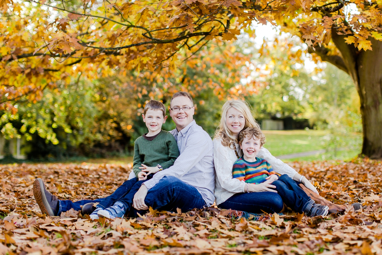 autumn-mini-portrait-sessions-surrey-weybridge-cobham-eddie-judd-family-photographer_0016