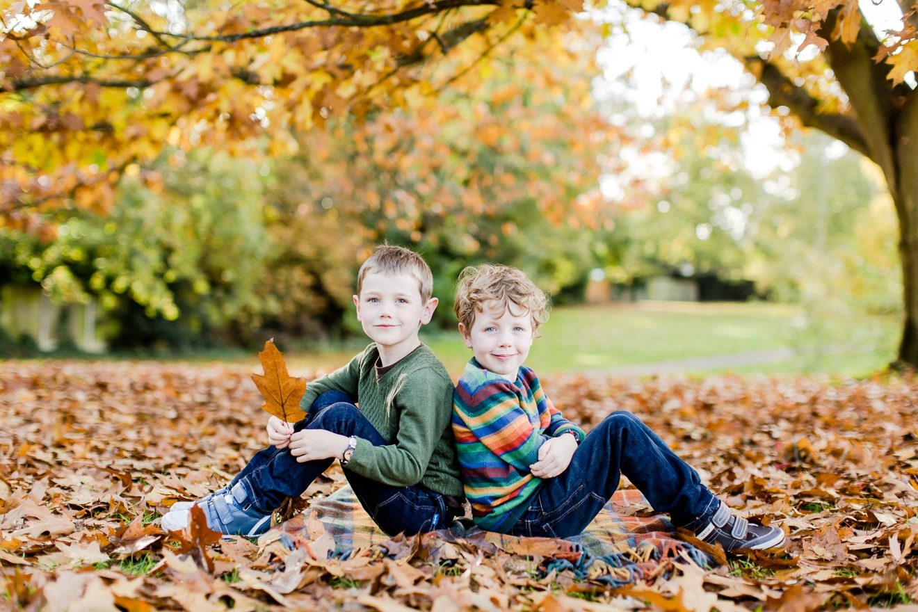 autumn-mini-portrait-sessions-surrey-weybridge-cobham-eddie-judd-family-photographer_0021